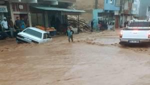 Tofan Deresi Taştı Yollar Kapandı