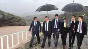 Vali Pekmez, Selde Zarar Gören Kesertaş Köprüsünü İnceledi