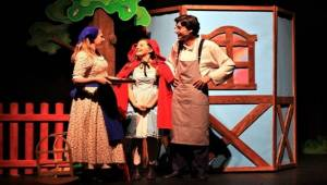 Viranşehir'de Kırmızı Başlıklı Kız Tiyatro Oyunu Sergilendi