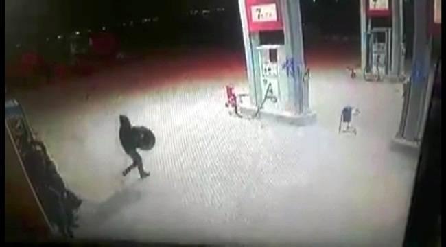Akaryakıt İstasyonunda Lastik Hırsızlığı