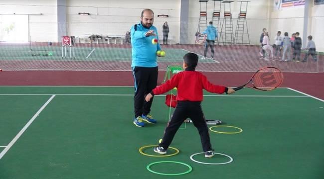 Tenis Eğitimlerine 170 Tenis Sever Katıldı
