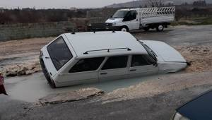 Karaköprü'de Asfaltta Dev Çukur Oluştu
