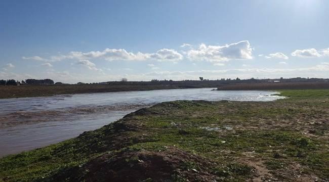 Obruklar Dere Sularını Yutuyor