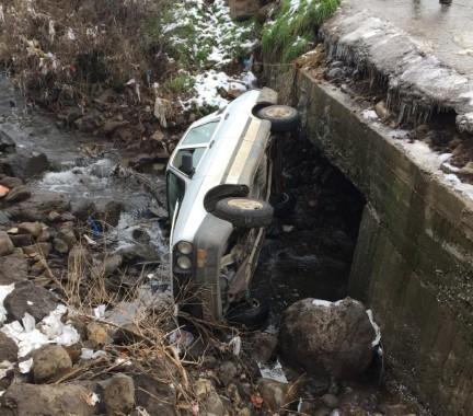 Şanlıurfa'da otomobil dereye uçtu 1 yaralı