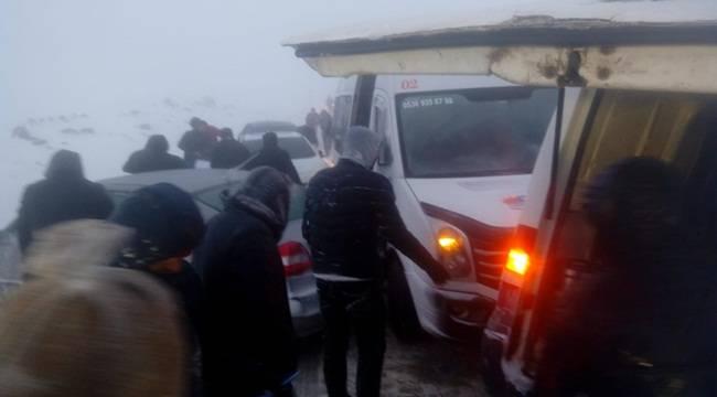Siverek'te 30 Araç Birbirine Girdi 150 Araç Mahsur Kaldı