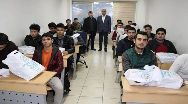 400 Öğrenciye Eğitim Seti Dağıtıldı