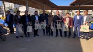 Ak Gençler Semt Pazarlarında Bez Poşet Dağıttı