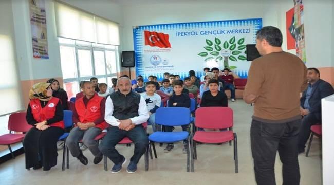Gençlik Merkezinden Gençlere Değerler Eğitimi