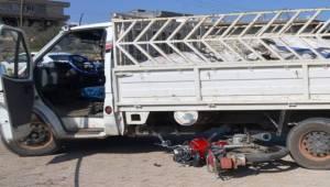 Halfeti'de Kamyonet İle Motosiklet Çarpıştı
