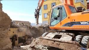 Haliliye'de 3 Metruk Bina Yıkıldı