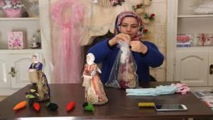 İsot Toplayan Oyuncak Bebekler İlgi Odağı Oluyor