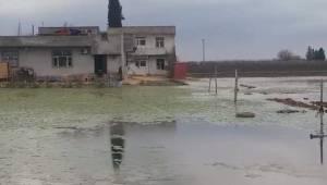 Mahalleli İki Aydır Su İçinde Yaşıyor