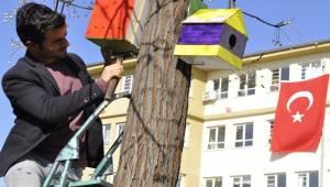 Öğrenciler Kuş Evleri Monte Etti