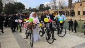 Şanlıurfa'da Bisikletli Gelin Konvoyu