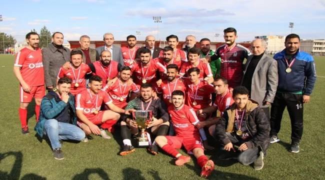 Viranşehir Sanayispor Kupasını Aldı