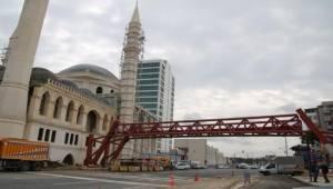 11 Nisan Külliyesini Şehir Parkına Bağlayan Köprü Tamamlandı