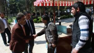 AK Başkan Yıldız Misafiri İle Esnaf Ziyaretinde