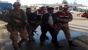 Araç Stepnesine Saklanmış 6 Tabanca Ele Geçirildi