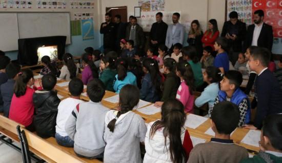Çocuklara Karagöz ve Hacivat oyunu sahnelendi