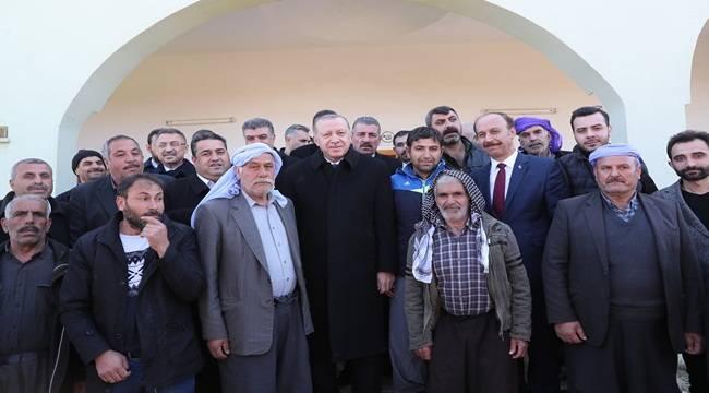 Cumhurbaşkanı Cuma Namazını Kırsal Mahallede Kıldı