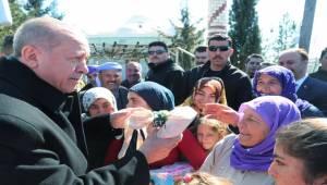 Erdoğan Kadınlarla Sohbet Edip Hediye Verdi