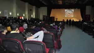 Gülpınar öğrencilerin tiyatro davetini geri çevirmedi
