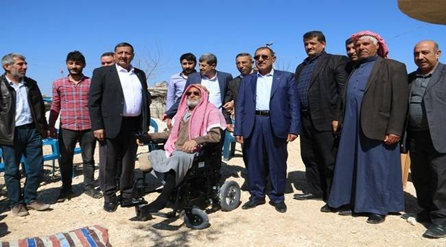Harran'da İki Engelliye Akülü Sandalye Hediye Edildi