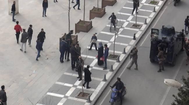 Rabia Meydanında Tekme Tokat Kavga