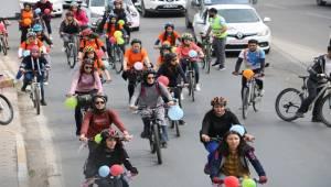 Urfa'da Kadınlar Bisiklet ile Şehir Turu Attı