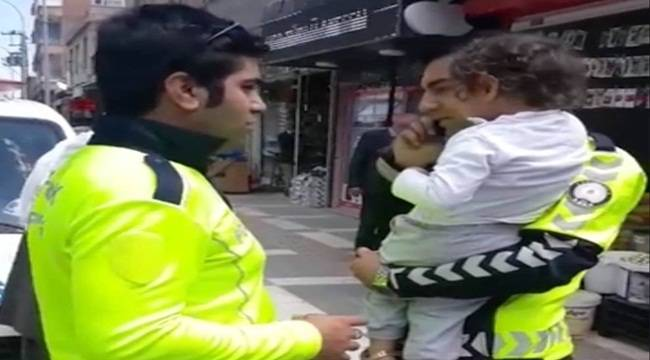 Ağlayan Çocuk Polis Kucağında Sakinleşti