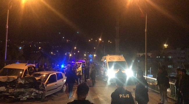 Birecik'te 2 Araç Kafa Kafaya Çarpıştı 4 Yaralı