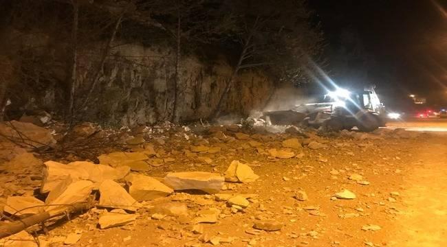 Birecik'te Dağdan Kopan Kaya Faciaya Neden Oluyordu