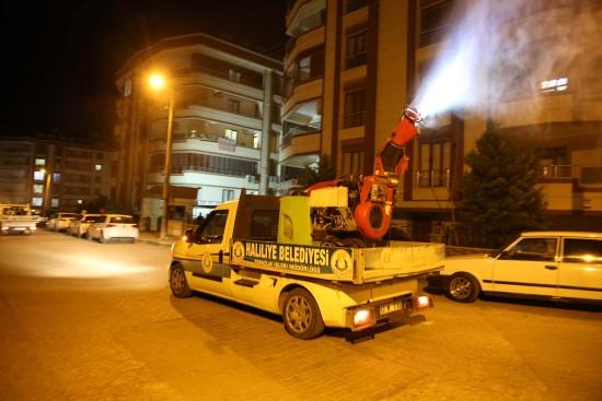 Haliliye belediyesinden ilaçlamada gece mesaisi