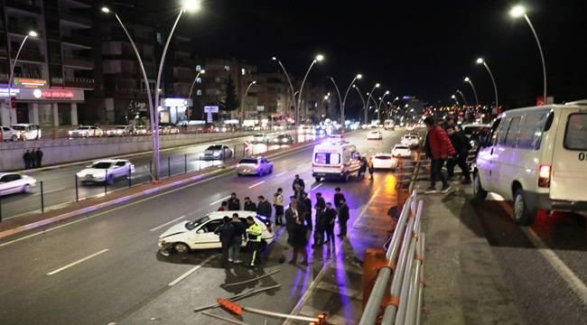 Otomobil Köprüden Uçtu 2 Yaralı