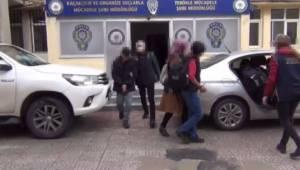 Şanlıurfa'da 2'si kadın 3 PKK'lı silahlarıyla yakalandı
