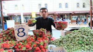 Şanlıurfa'da Bahar Meyveleri İlgi Görmüyor