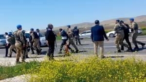 Şanlıurfa'da Petrol İstasyonuna Haciz 10 Gözaltı