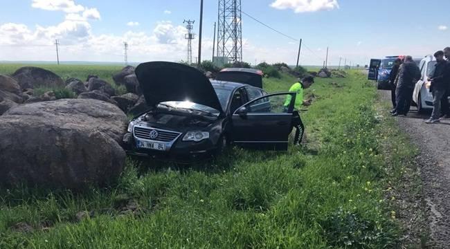 Tekeri Patlayan Otomobil Yoldan Çıktı 5 Yaralı