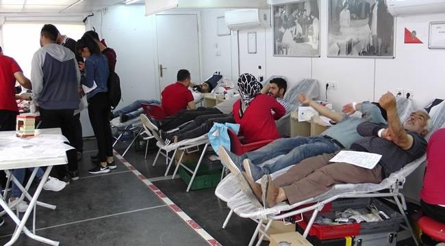 Vatandaşlar Bağış Noktasına Giderek Kan Verdi
