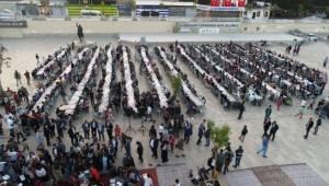 Binlerce vatandaşlar aynı sofrada iftar açtı