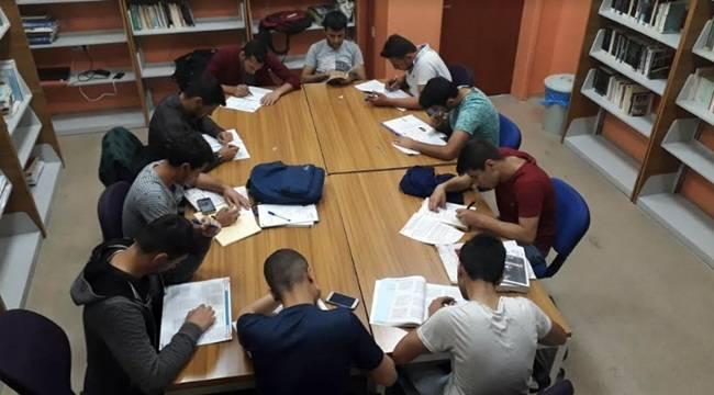 Gençlik Merkezi Kütüphanesi Sahura Kadar Hizmet Veriyor