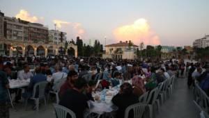 Haliliye Belediyesi iftarda hasta yakınlarının yanında oluyor