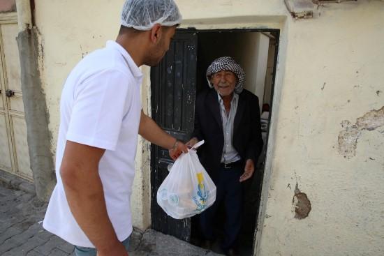 Haliliye'de evlere iftar hizmeti veriliyor