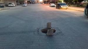 Hırsızlar Yoldaki Rögar Kapağını Çaldı