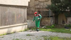 Karaköprü'de ilaçlama seferberliği sürüyor