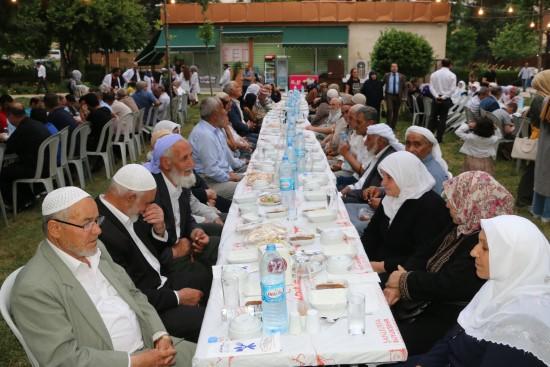 Yeşeren çınarlar Büyükşehir'in iftarında buluştu