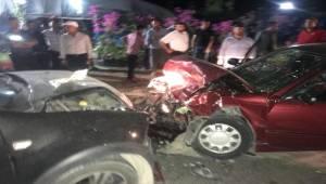 Birecik'te 2 Otomobil Çarpıştı 3 Yaralı