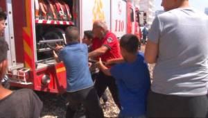 Çocukların yangını söndürme çabası takdir topladı