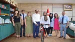Dil Eğitim Sisteminde Başarılı Olan Öğrenciler Ödüllendirildi