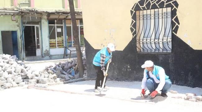 Eyyübiye'de parke taşı döşeme işlemine devam ediyor